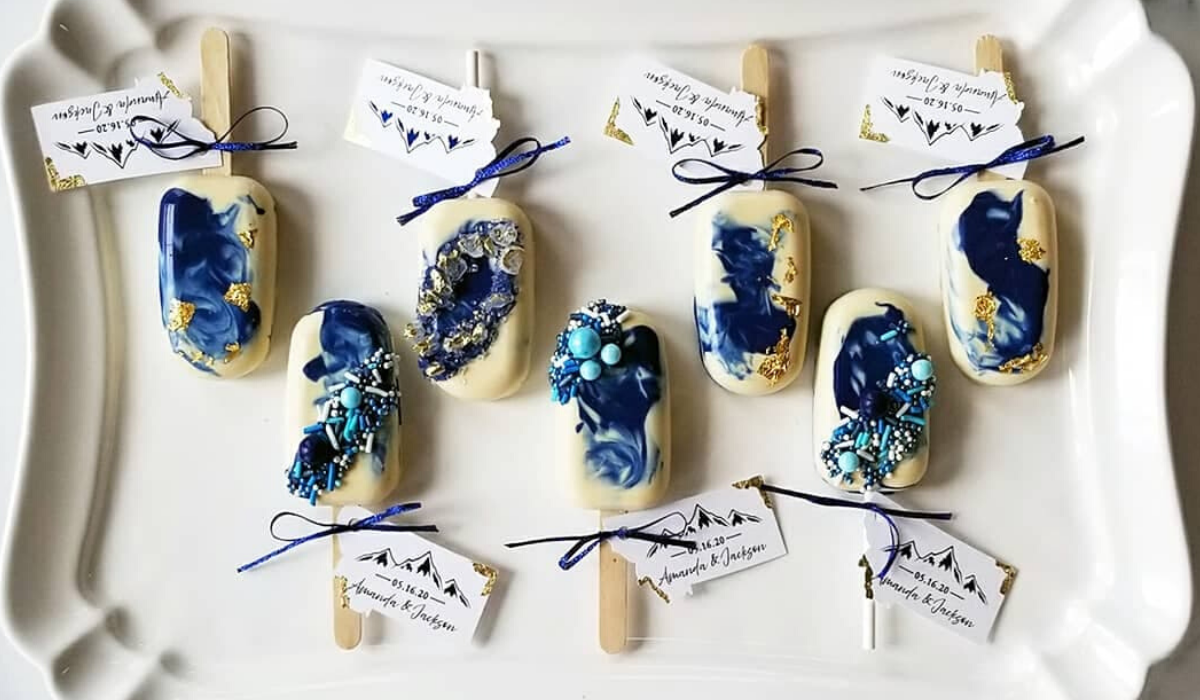Cakesicle Wedding Favors by Bluebird Sweets