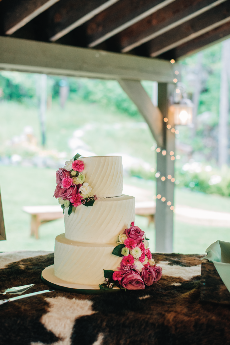 White-Cake-with-Florals-Mountainside-Wedding